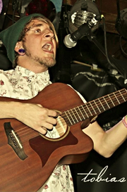 tobias-faulkner-acoustic